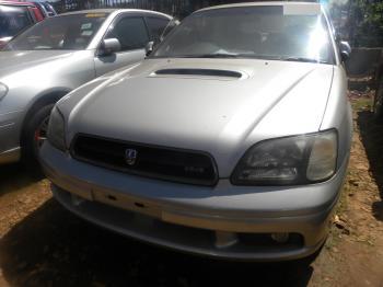 Subaru_Legacy_silver_1999_car_frontview1.JPG
