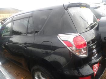Toyota_RAV4_2005_Black_sideview.JPG