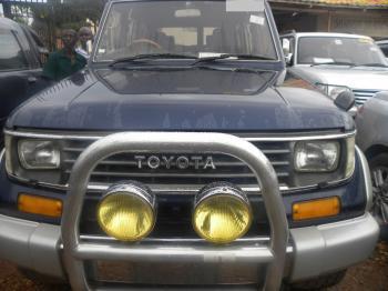 Toyota_prado_1995_Blue_frontview.JPG