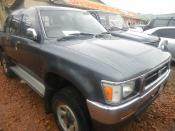 Toyota_Hilux_grey_1993_frontview.JPG